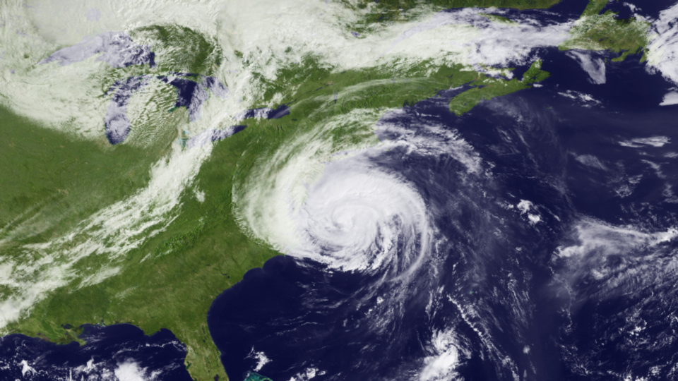 Category 2 Earl skirting up the eastern U.S. seasboard on 3 September 2010