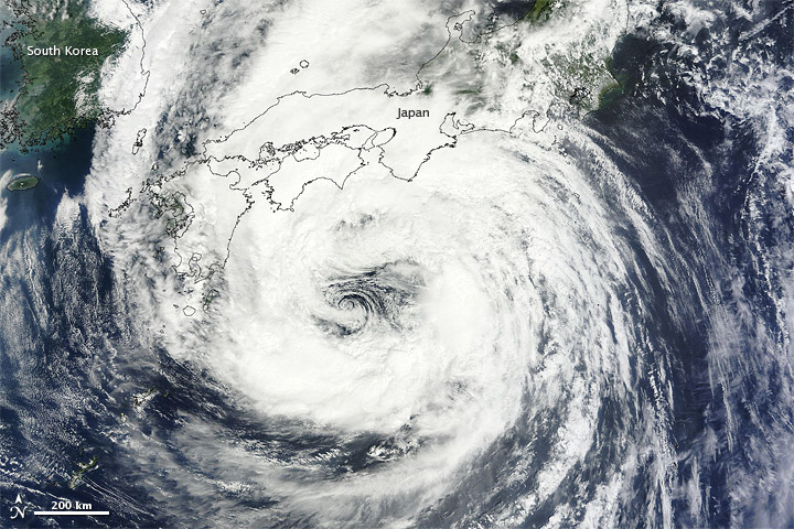 Tropical Storm Talas nearing Japan on 2 September 2011
