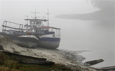 Cargo ships stranded along the Danube River on 2 December 2011