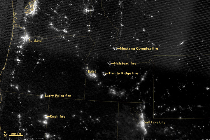Night view of western U.S. fires on 17 August 2012