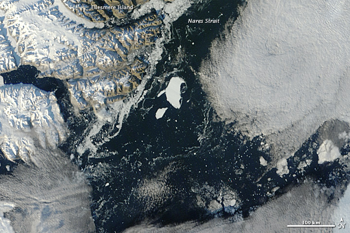 Fragmented Arctic sea ice on 13 September 2012