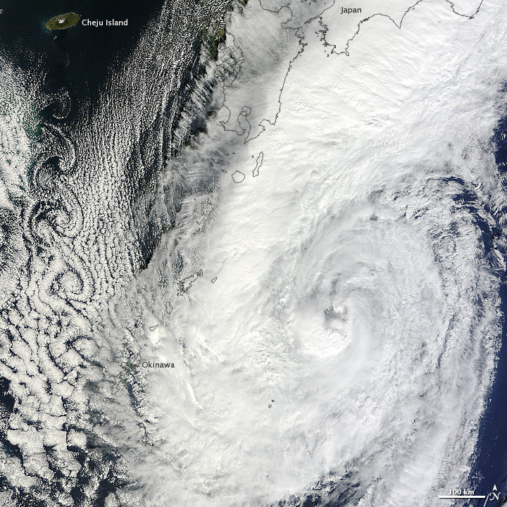 Typhoon Prapiroon weakened along Japan on 18 October 2012